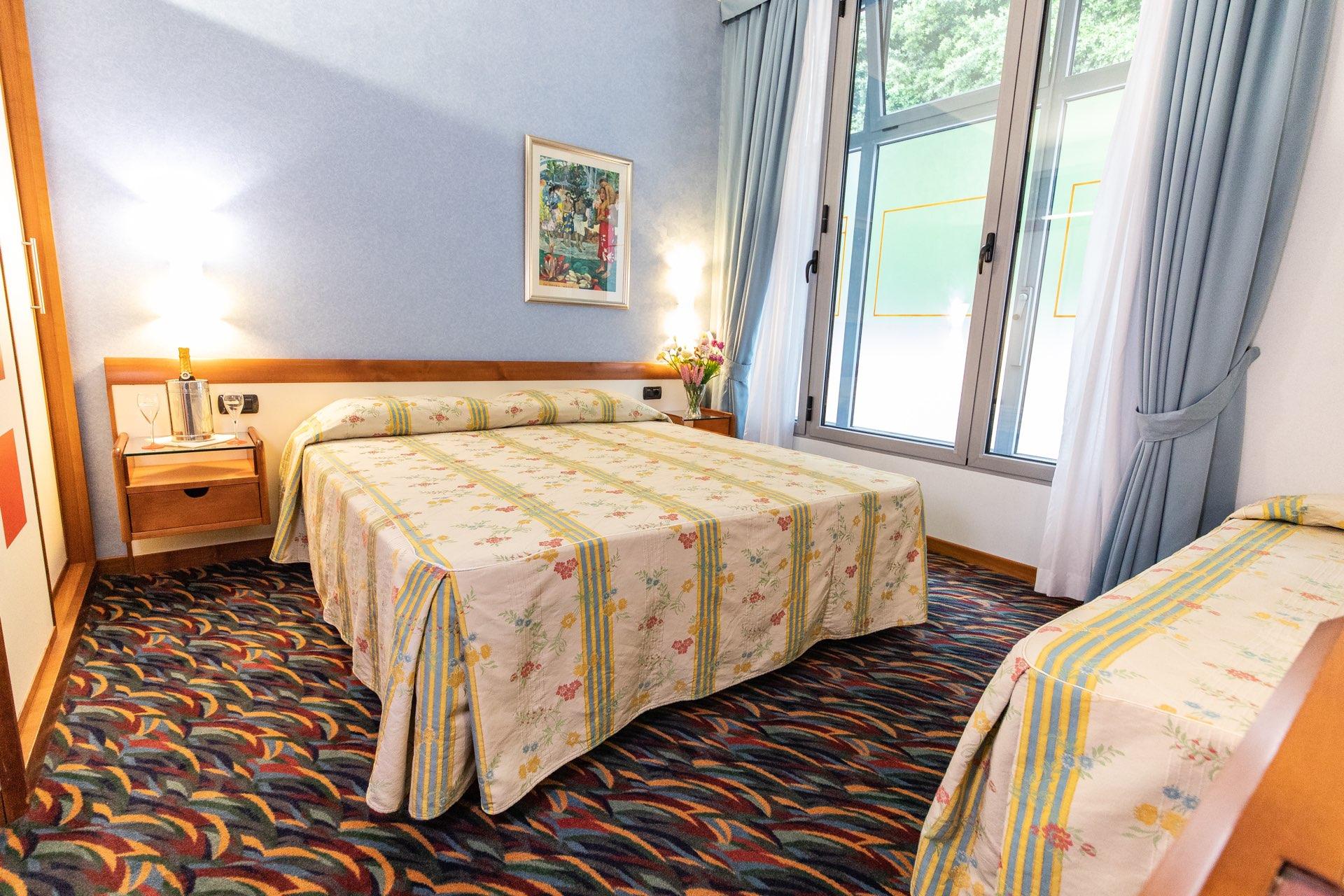 hotel-san-terenzo-camera-standard-tende-aperte